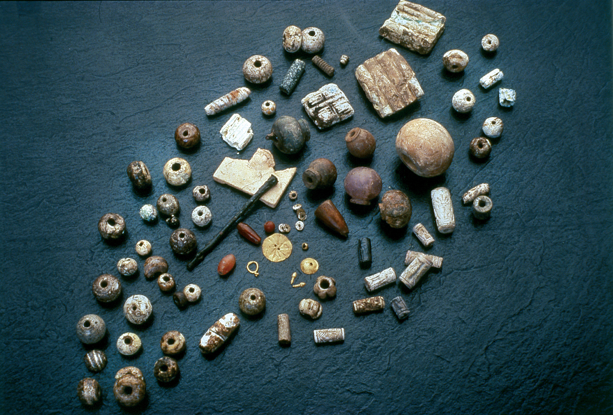 Jewellery, beads, cosmetic sticks and cylinder seals found by the jewellery box